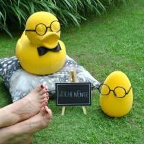 Osterei Gelb mit Brille, Dekoei beflockt, Osterdeko