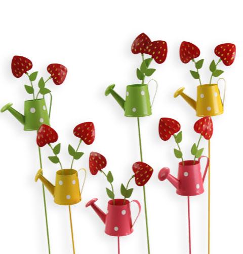 deko gie kanne mit erdbeeren am stab 6 st preiswert online kaufen. Black Bedroom Furniture Sets. Home Design Ideas